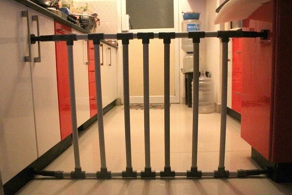 No drill child / baby proof gate  with PVC pipes [Video]