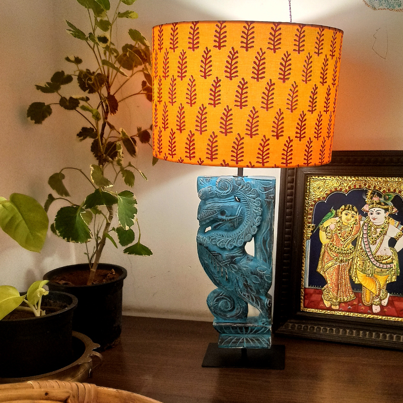 Distressed wooden yazhi table lamp